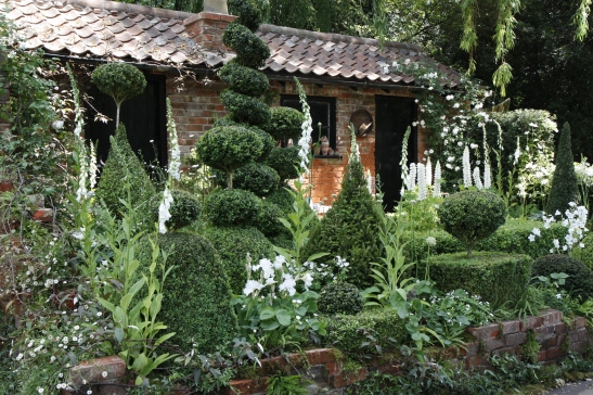 The Topiarist Garden at West Green House 01